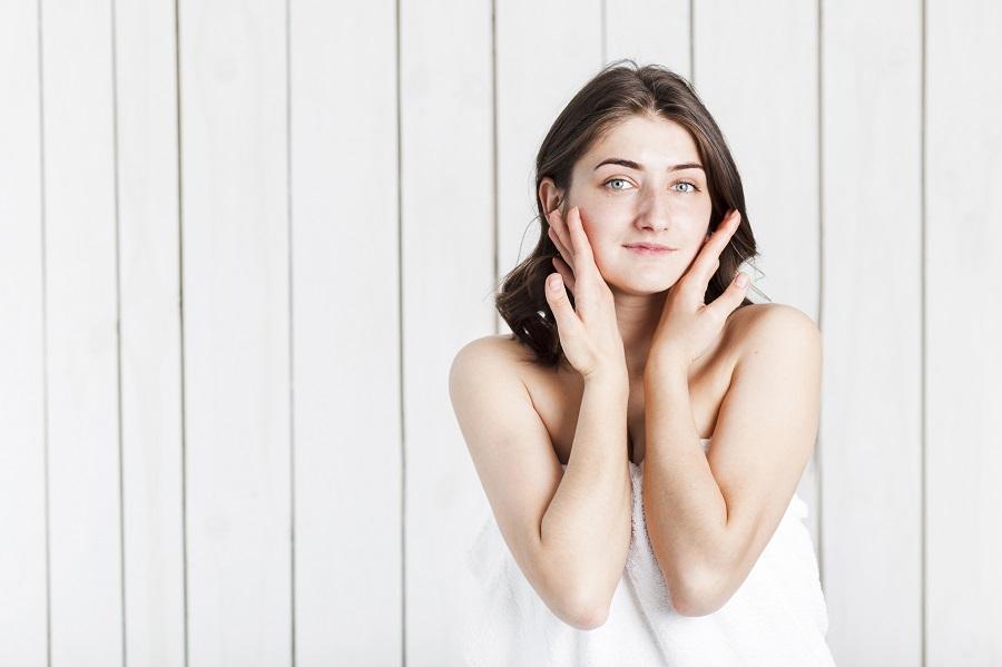 Ácido hialurónico y vitaminas: los cómplices de tu piel tras el verano